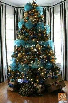Blue Christmas Decorations Christmas Celebration All 25 Gorgeous Christmas Mantel Decoration Ideas Amp Tutorials. Turquoise Christmas, Silver Christmas, Noel Christmas, All Things Christmas, Christmas Photos, Christmas Ideas, Jewish Christmas, Christmas Christmas, Christmas Ornament