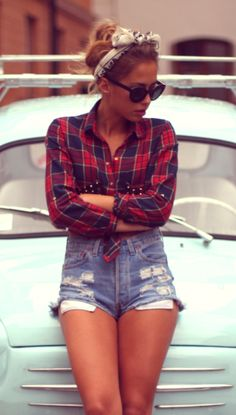 Ripped denim + plaid. This is the first model that I've seen in ages that is a healthy skinny with curves and no thigh gap!