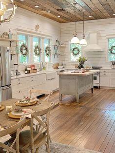 Farmhouse Style Kitchen, Kitchen Redo, Home Decor Kitchen, New Kitchen, Home Kitchens, Kitchen Dining, Small Kitchens, Decorating Kitchen, Farmhouse Kitchen Island