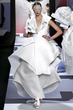 The collection told a story about the transmogrification of a shirt. It started out as a white dress shirt, became a shirt dress, became many other things and ended up as a mammoth wedding dress