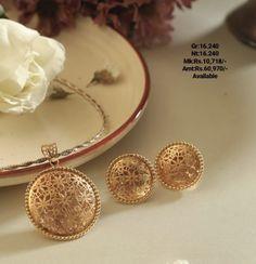 Jewelry Design Earrings, Gold Earrings Designs, Gold Jewellery Design, Pendant Jewelry, Gold Jewelry, Antique Jewelry, Jewelery, Pendant Set, Beaded Necklace Patterns