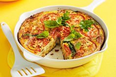 Bacon & Mustard Frittata with Tomato.With the tang of cheddar and mustard, this tasty frittata is family favourite. Vegetarian Christmas Recipes, Quick Vegetarian Meals, Vegetarian Bake, Frittata Recipes, Real Food Recipes, Cooking Recipes, Healthy Recipes, Cooking Ideas, Clean Eating Salads