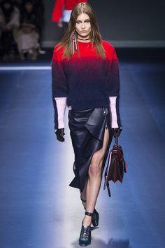 Versace Fall 2017 Ready-to-Wear Fashion Show - Grace Elizabeth