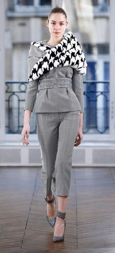 https://www.vogue.com/fashion-shows/fall-2018-ready-to-wear/ralph-and-russo/slideshow/collection
