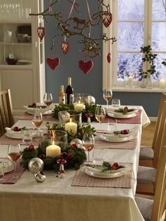 Winter table decoration for cuddly sociability - Weihnachtszeit - Thanksgiving Christmas Table Settings, Christmas Tablescapes, Christmas Table Decorations, Holiday Tables, Decoration Table, Holiday Decor, German Christmas, Christmas Mood, Noel Christmas
