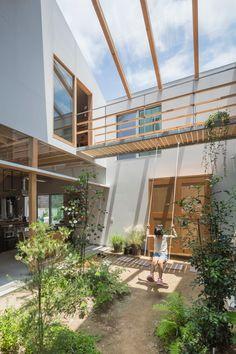 Tato Architects intermingles interior and exterior spaces at House in Tsukimiyama Indoor Courtyard, Internal Courtyard, Courtyard House, Interior Garden, Interior And Exterior, Design Cour, Casa Patio, Courtyard Design, Patio Design
