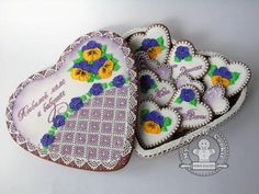 gingerbread box with pansie flowers