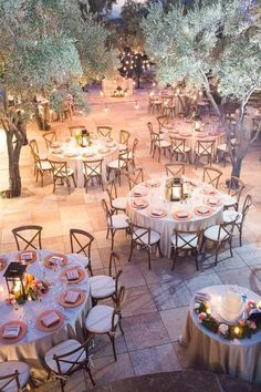 Outdoor weddings are trendy for a reason, and it's high time to embrace the outdoor wedding decorations, especially the reception. Wedding Reception Centerpieces, Wedding Reception Venues, Reception Ideas, Reception Party, Summer Centerpieces, Reception Layout, Round Table Decor Wedding, Lantern Centerpieces, Winter Wedding Venue