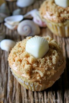 The Charm of Home: Beachy Cupcakes