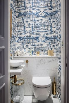 Cheap Home Decor blue and white powder bath.Cheap Home Decor blue and white powder bath Blue And White Wallpaper, Bold Wallpaper, Wallpaper Toilet, Unusual Wallpaper, Blue Wallpapers, Wallpaper Ideas, Blue Kitchen Wallpaper, Cloakroom Wallpaper, Bathroom Wallpaper Vintage