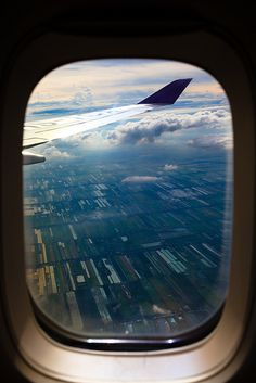 Window seat by Dennis Wong, via Flickr