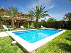 Chalet con piscina, para sofocar el calor con rapidez. En #Alcudia, en las Islas Baleares.