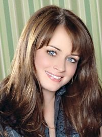 Alexis Bledel the girl next door look freckled skin, chocolate ahir and blue eyes - the adorable look