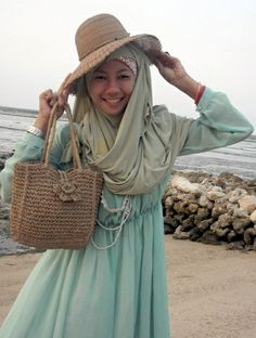 going to the beach? this blue and brown combination would be the best. blue for the sea, and brown for the sand. <3 <3