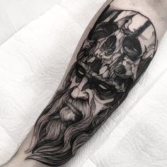 Photo by Fredão Oliveira in Inkonik Tattoo Studio. Bear Tattoos, Dope Tattoos, Skull Tattoos, Animal Tattoos, Body Art Tattoos, Sleeve Tattoos, Monster Tattoo, Old Men With Tattoos, Tattoos For Guys