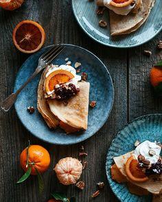 Banánový cheesecake so slaným karamelom - The Story of a Cake Food Styling, Winter Wonderland, Cheesecake, Food And Drink, Ethnic Recipes, Cheesecakes, Cherry Cheesecake Shooters