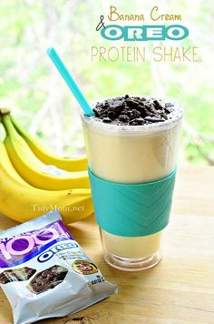 Banana Cream  Oreo Protein Shake at TidyMom - A lightened up homemade version of your favorite ice cream shake that's affordable too! #banana