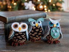 Get in the holiday spirit with these cute, homemade Christmas crafts for kids! Pinecone Owls, Pinecone Ornaments, Owl Ornament, Diy Christmas Ornaments, Homemade Christmas, Holiday Crafts, Christmas Decorations, Felt Ornaments, Craft Decorations