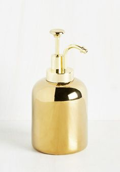 The shine emitted from this metallic gold soap dispenser inspires you to start every morning energetically! A ceramic design by Kikkerland, this vintage-inspired sink decor 'candela' and will bring a smile to your face each time you wash your hands.