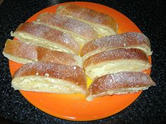 Kynutý tvarohový závin recept - TopRecepty.cz Hot Dog Buns, Hot Dogs, Czech Recipes, Shortbread, French Toast, Ale, Food And Drink, Baking, Breakfast