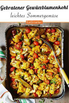Fried spice Gebratener Gewürzblumenkohl The finest oven-cooked vegetables: summery baked cauliflower Vegan, tasty, healthy, fast. Oven Vegetables, Healthy Vegetables, Roasted Vegetables, Vegan Dinners, Healthy Dinner Recipes, Vegetarian Recipes, Lunch Recipes, Spiced Cauliflower, Cauliflower Recipes
