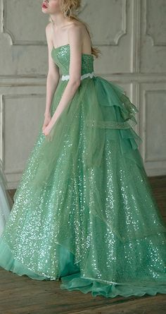 Green Prom Dress With Strpless , Fashion Ball Gown Evening Dress - Schön** - Gowns Ball Gowns Evening, Evening Dresses, Prom Dresses, Quinceanera Dresses, Dress Prom, Wedding Dresses, Beautiful Gowns, Beautiful Outfits, Beautiful Bride