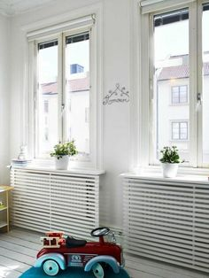 Stop your radiators from clashing with your decorating by making them blend in with some of of our ingenious ideas! Photo: Fresh Home Radiators are known to clash with decorating and have been known to create huge obstacles for modern … Continue reading → Best Radiators, Home Radiators, Modern Radiator Cover, Radiator Covers Ikea, Radiator Shelf, Radiator Heater, Diy Casa, Interior Decorating, Interior Design
