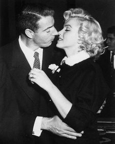 Marilyn Monroe and Joe DiMaggio (1954) - Vintage Celebrity Wedding Photos - Photos