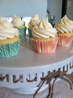 Limoncello cupcakes with white chocolate buttercream and raspberry filling
