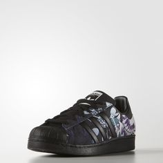 The fan-favorite adidas Superstar sneaker launched in 1969 and quickly lived up to its name as NBA players laced into the now-famous shell-toe design. These women's shoes update the iconic look with pops of graphic print on the 3-Stripes and heel tab.