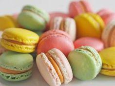 Francúzske makronky s karamelovým krémom Mini Cheesecakes, Macarons, Sweet Recipes, Food And Drink, Tasty, Ale, Sweets, Lunch, Cookies