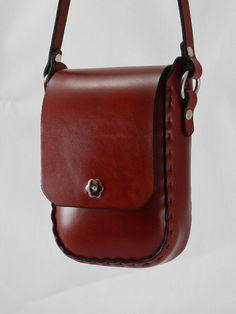 Bolso de Latigo de cuero hecho a mano - teñida a mano rojo y cosido a mano…
