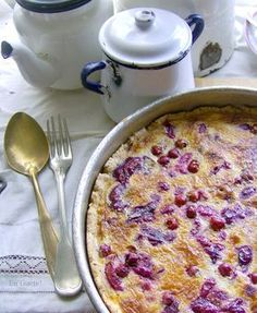 kuchen suizo en el sur de Chile Chilean Desserts, Chilean Recipes, Chilean Food, Sweet Recipes, Real Food Recipes, Pastry Cake, Chocolate Cheesecake, Sweet And Salty, Cake Cookies