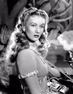 Veronica Lake - Bring On The Girls Vintage Hollywood, Old Hollywood Stars, Old Hollywood Glamour, Golden Age Of Hollywood, Vintage Glamour, Vintage Beauty, Classic Hollywood, Veronica Lake, Old Movie Stars