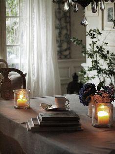 独り暮らし時代にお世話になった編集部さんが遊びに来てくれました。10年ぶり?いや、もっと。こうして今も思い出して訪ねてきてくださることありがたいな、と思い... Antique Interior, French Interior, Interior Design, Vintage Farm, French Chic, Garden Boxes, Cottage Homes, Dining Room, Home And Garden