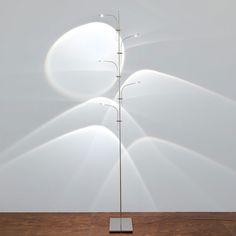 Catellani & Smith WA WA lampada da terra. Base e struttura in metallo nichelato, struttura in acciaio, astina in rame nichelato, lente d. 32 mm. in vetro. LED 5X1W Neutral White (4100°K) 550 lm, Warm White (2800°K) 450 lm.