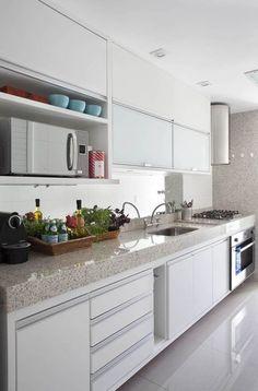 Cozinha Funcional e Clean! Kitchen Furniture, Kitchen Interior, Home Interior Design, Kitchen Decor, Decorating Kitchen, Decorating Ideas, Decor Ideas, Classic Kitchen, Plafond Design