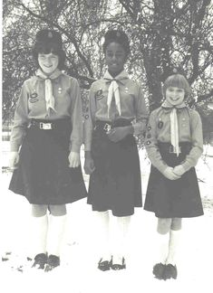 1980's Guides Vintage Girls, Retro Vintage, Guides Uniform, Guide Badges, Meet Girls, Girl Guides, Retro Outfits, Girl Scouts, Childhood Memories