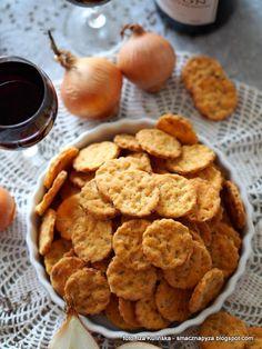 ciasteczka-cebulowe-przekaska-do-piwa-albo-wina Snack Recipes, Snacks, Empanadas, Quiche, Chips, Cookies, Impreza, Food, Kitchens