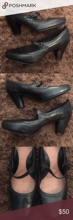 "Black Leather Clarks Diamond Shine Mary Janes 10 Black Leather Clarks Diamond Shine Mary Janes 10W. Listed as U.K. size 8E. I don't think they were ever worn. 10 wide. Slight Menswear styling. 3"" heel. Clarks Shoes Heels"