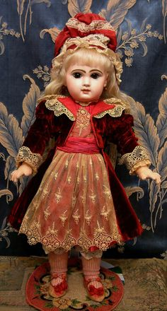 "The FAIRYTALE JUMEAU 19"" Stunning Closed Moth Tete Jumeau Princess from kathylibratysantiques on Ruby Lane"