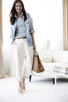 Jeans de Swildens para NAC, camiseta de Zara, camisa de Mango, zapatos de Robert Clegerie y bolso de Prada