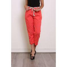 Pantalon 3/4, ceinture. Poches et pinces. Corail