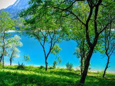 Lago di Tenno - Een prachtig bergmeertje op slechts een half uur rijden van het Gardameer. Je kan er mooie wandelingen maken in de natuur.