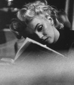 Marilyn Monroe reading, 1950s