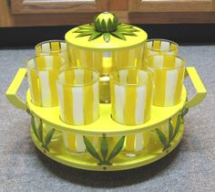 WOW - vintage daisy drink caddy with striped glasses! *swoon*