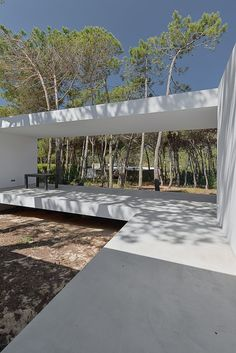 House in Colares II by Frederico Valsassina, Colares, 2015 - Ricardo Oliveira… Minimalist Architecture, Beautiful Architecture, Landscape Architecture, Interior Architecture, Landscape Design, Arch Building, Zen House, Modern Courtyard, Minimal Home