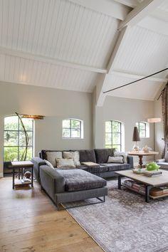 Droomhuis ontwerpen met luxe designmeubels en luxe tapijt