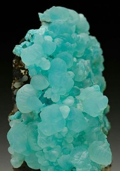 Smithsonite - Kelly Mine, Socorro Co., New Mexico. photo: crystalclassics.co.uk Geology Wonders