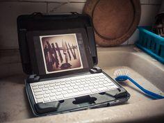 携帯オフィスにもなるiPadケース
